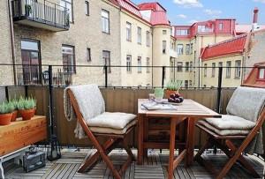 мебель на неостекленном балконе
