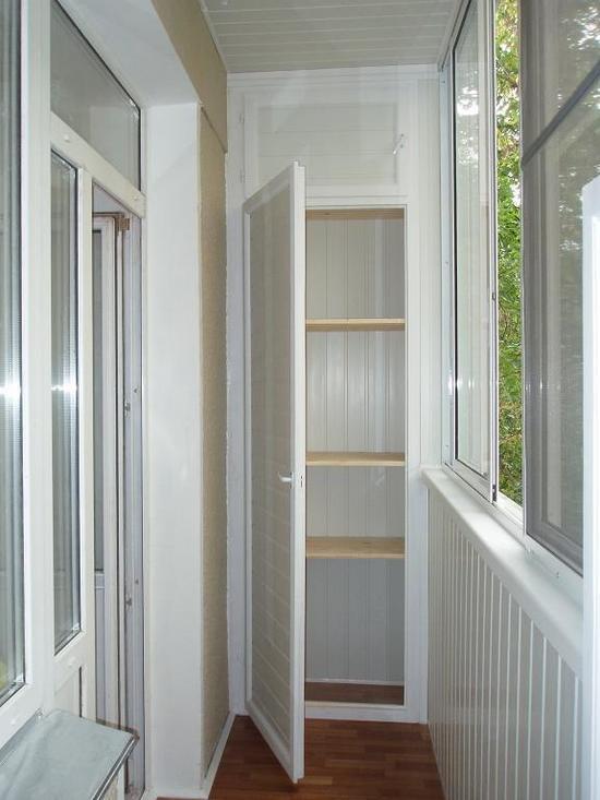 Шкаф на балкон или лоджию: материал и место.