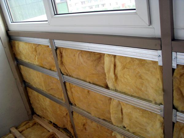 Как можно утеплить балкон своими руками