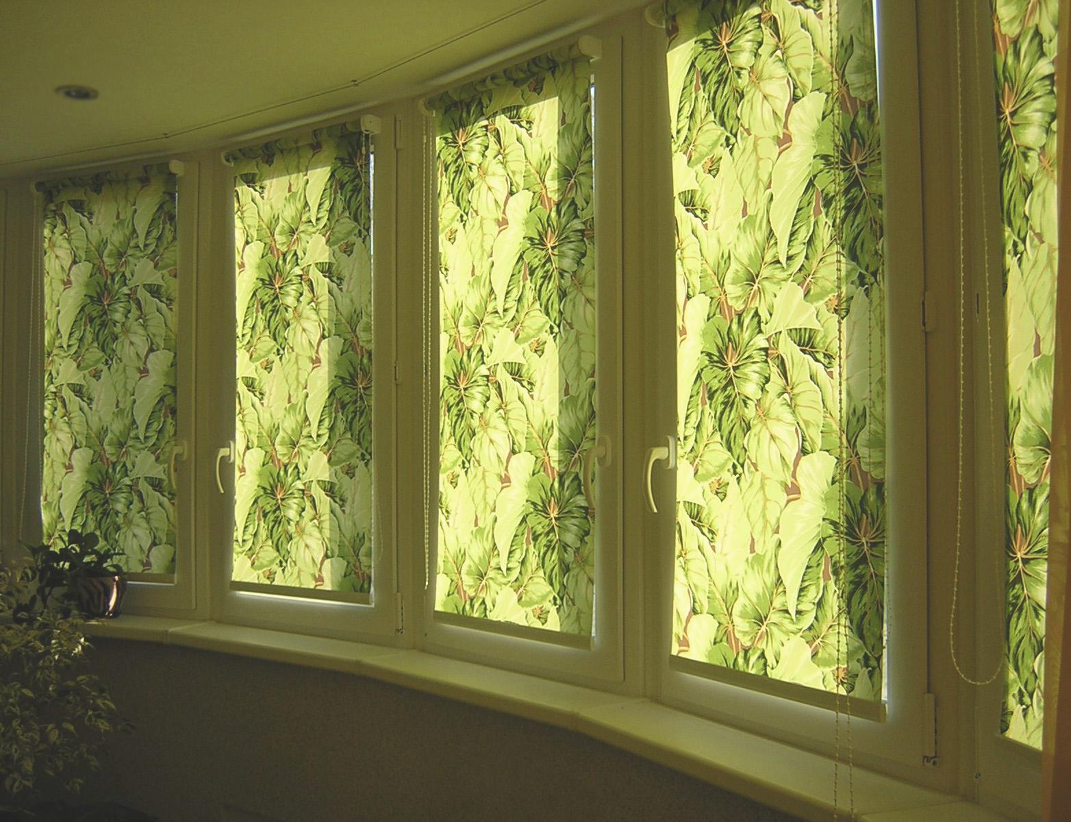 Жалюзи или шторы на балкон: установка своими руками.
