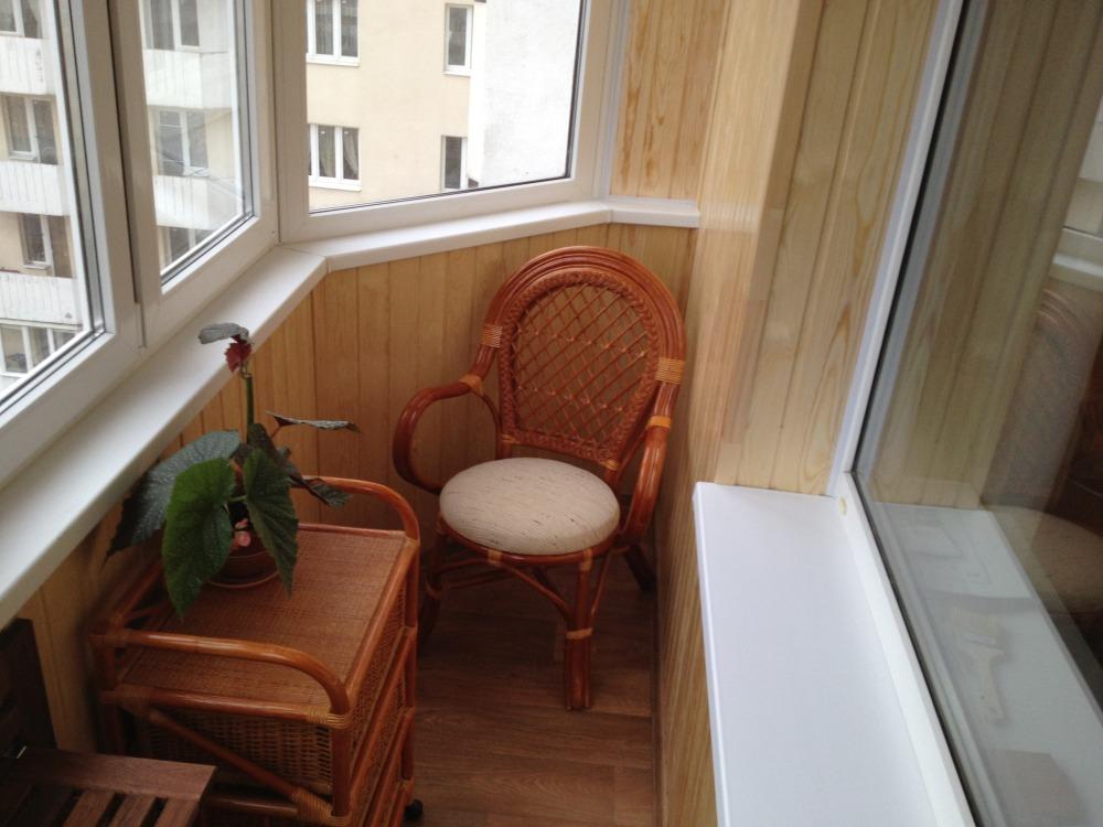 Отделка балкона ламинатом: плюсы и минусы.