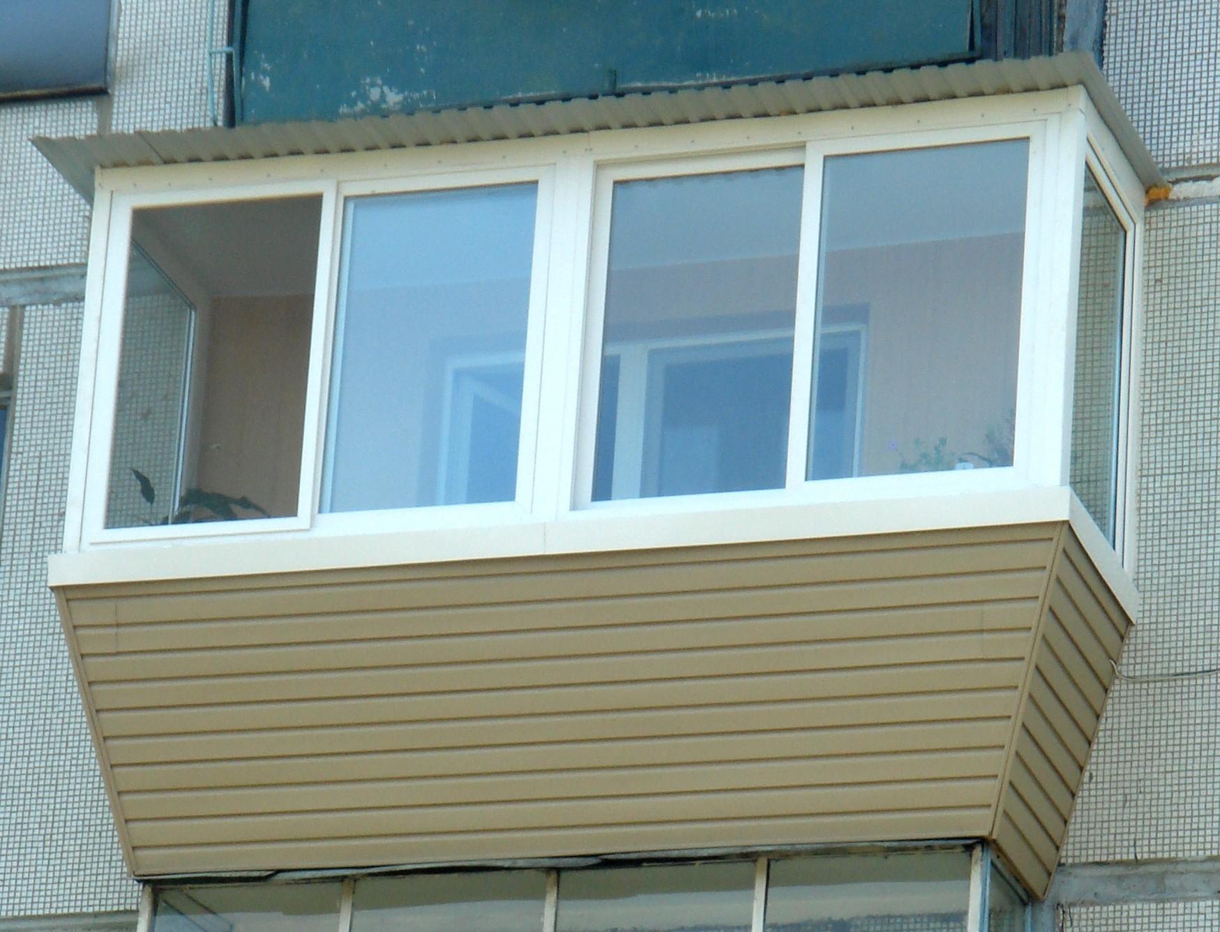 Балкон с выносом: остекление и дополнительные 30-50 см.