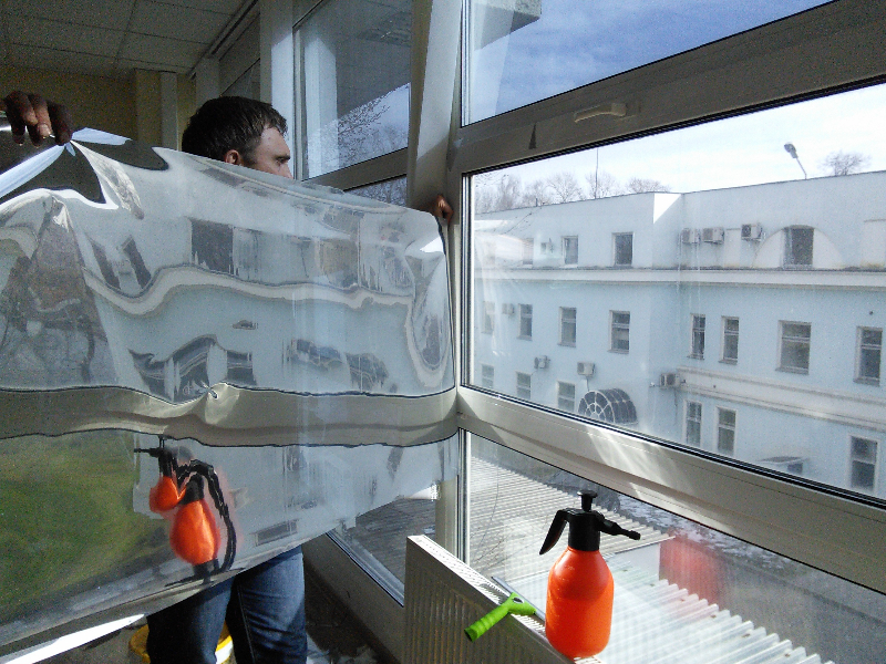 Тонировка балкона: оклейка тона и уход.